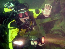 wreck diving course instructor asia